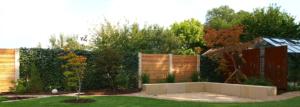 Verschiedene Sichtschutzarten in einem Garten